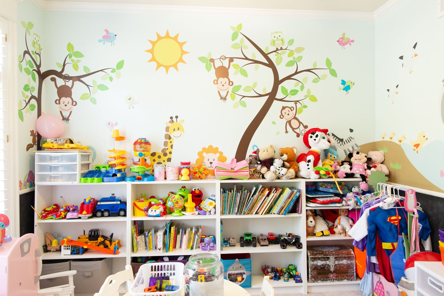 9 Tips on Designing the ULTIMATE Kids Playroom with a Mural