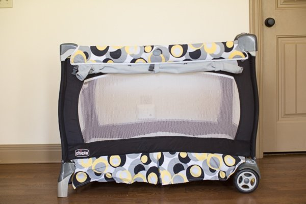 How to Choose Between a Playard and Bassinet (from a Mom of Four)