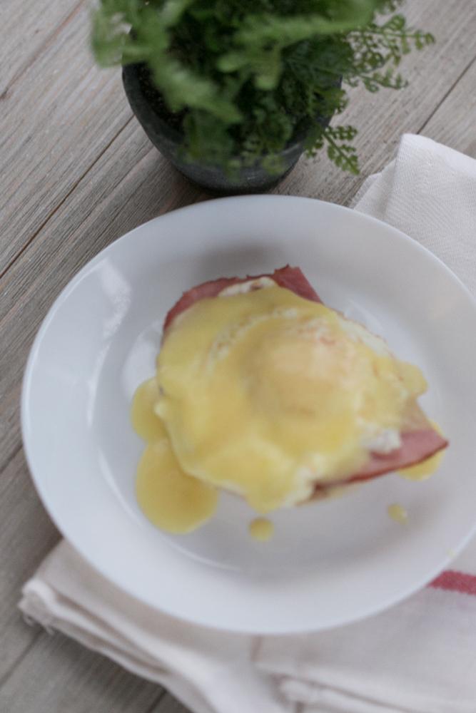 fast Easy Eggs Benedict