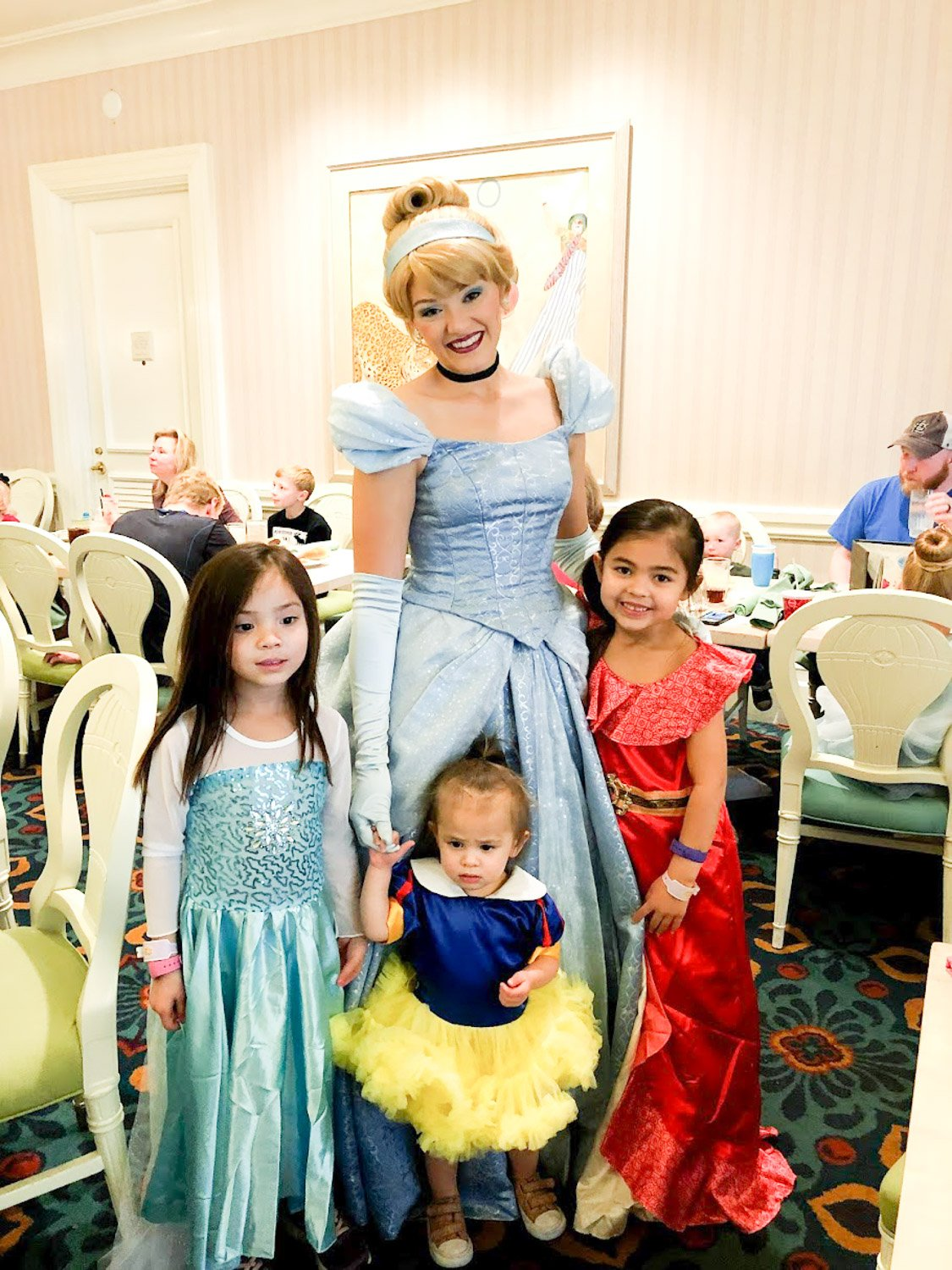 Disney restaurant review at 1900 park fare with Cinderella photo