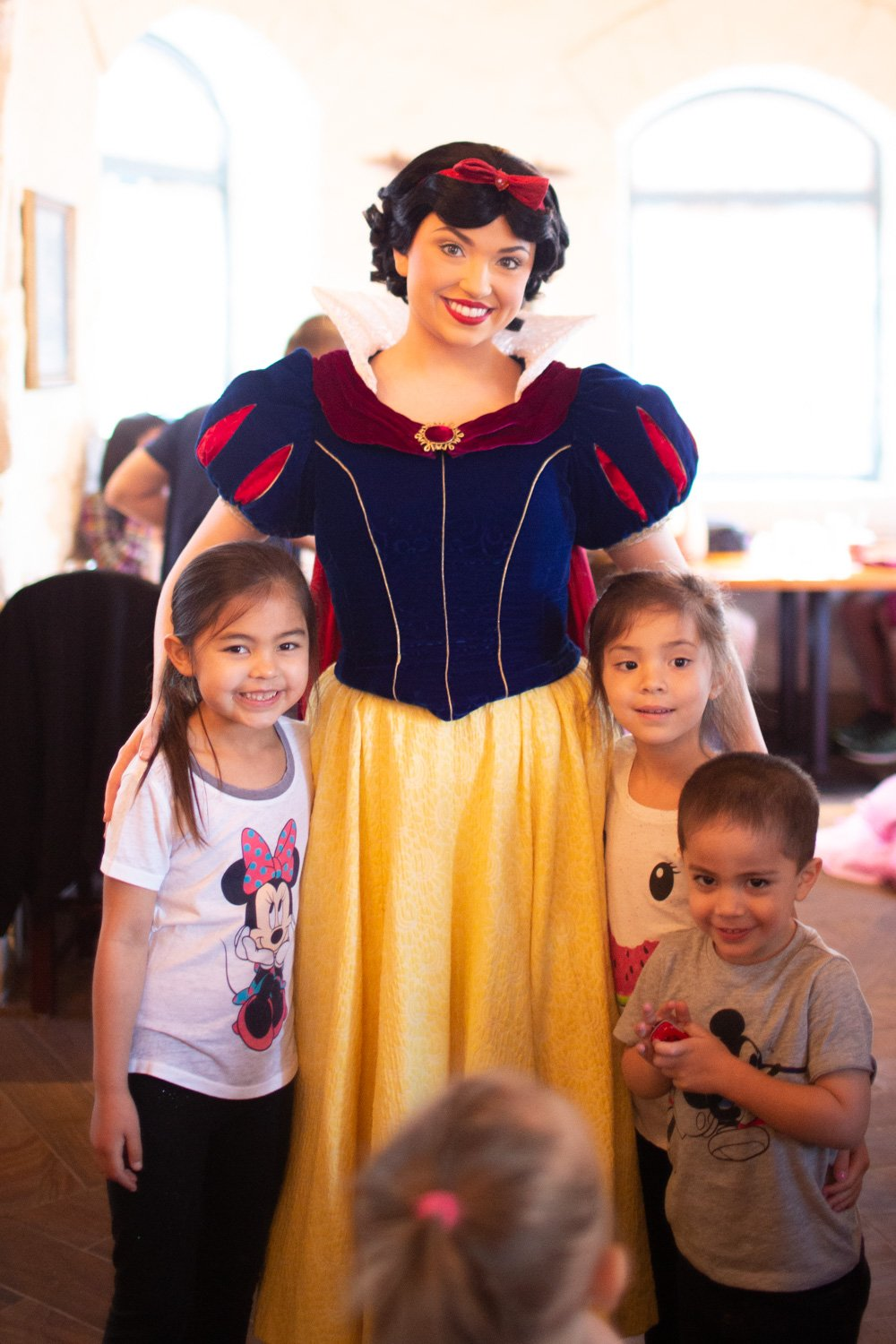 Disney restaurant review at Snow White Photo