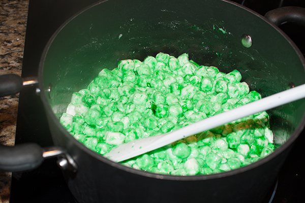 daycare-treats-saint-patricks-day-lucky-charms-diy-green-marshmallows
