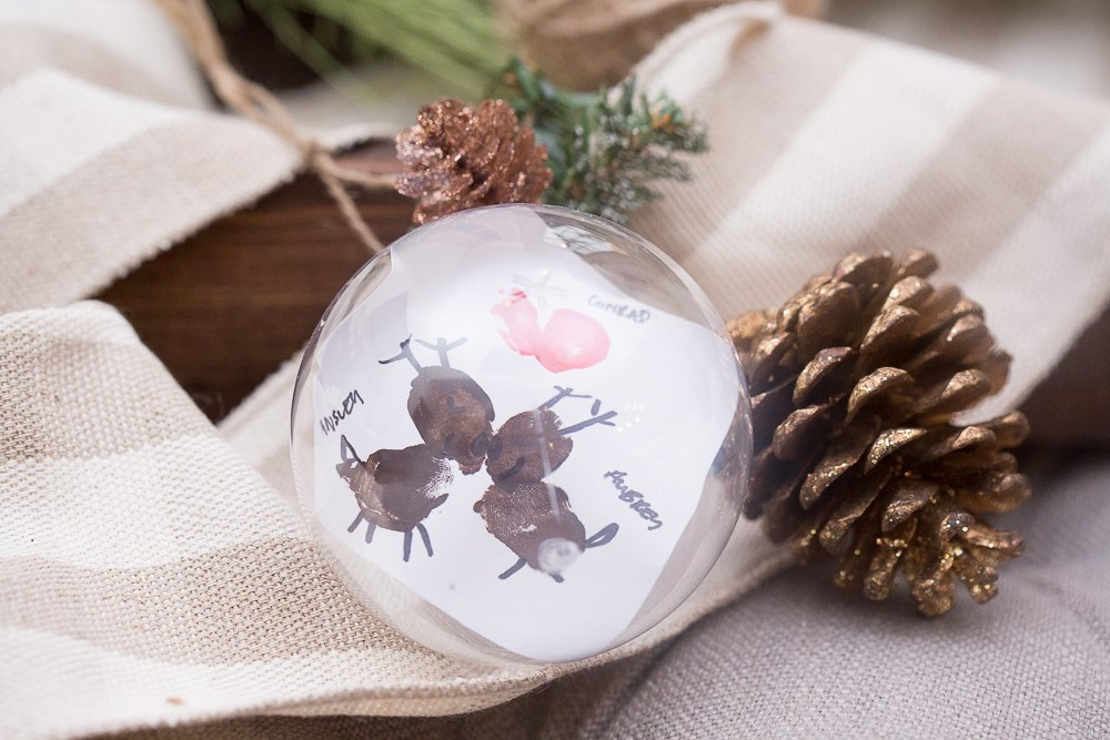 reindeer kissing ornament project107