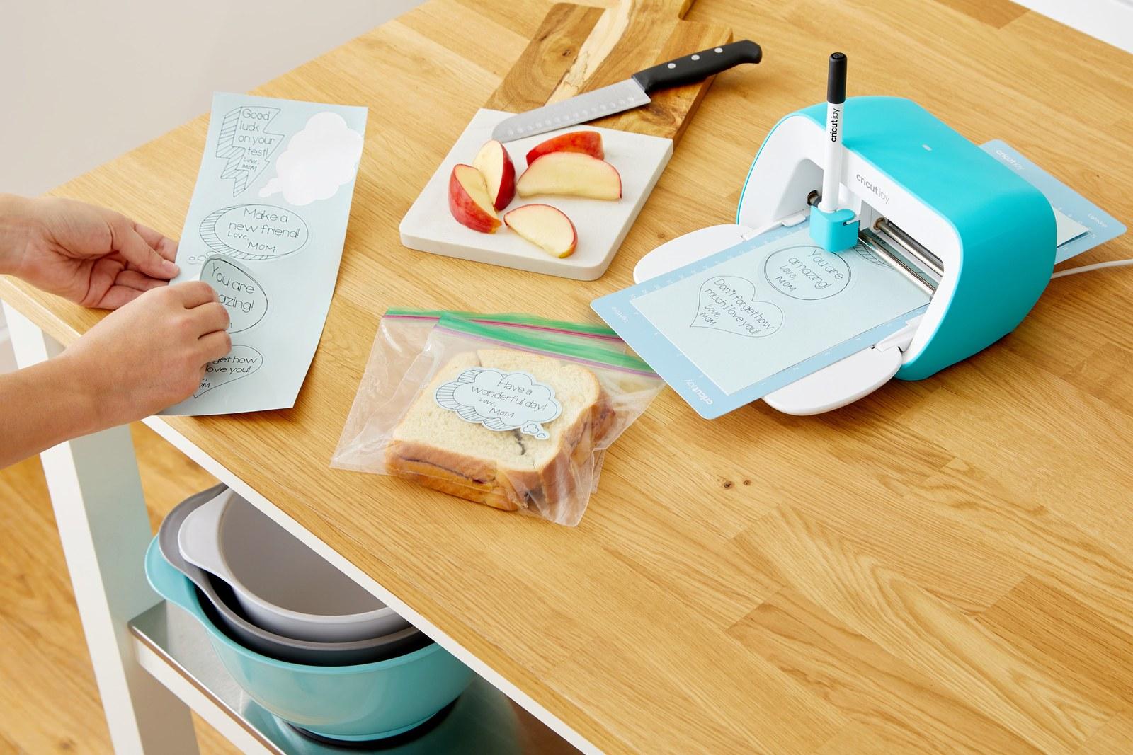 Cricut Joy - The Definitive Guide to an Ultra Portable Cutting Machine