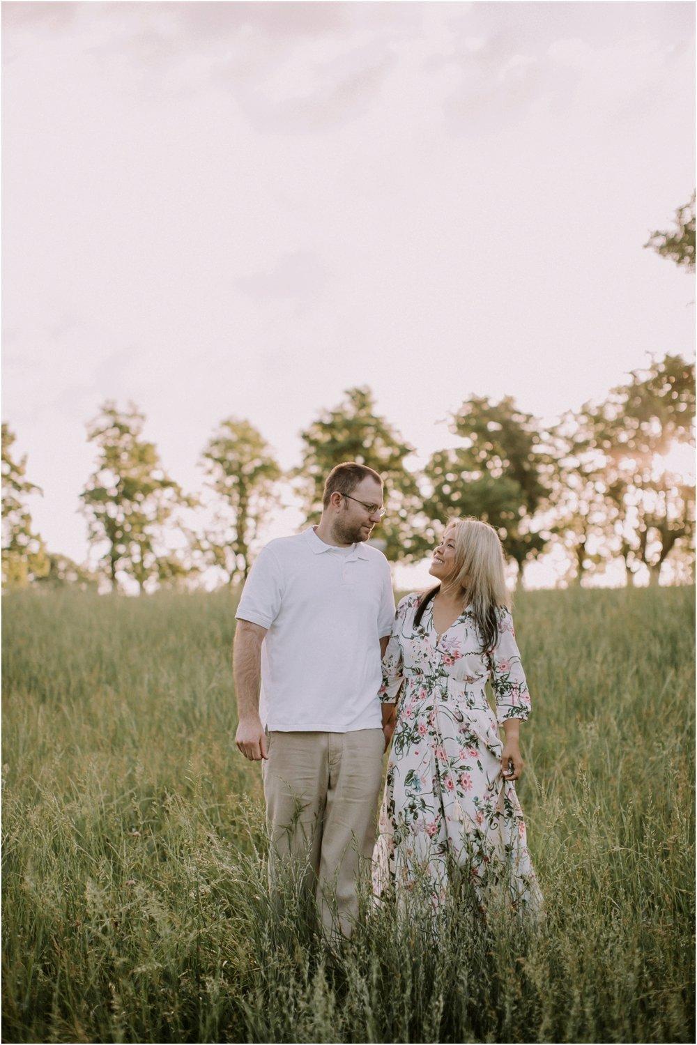 ten year wedding anniversary photography at shawnee mission park