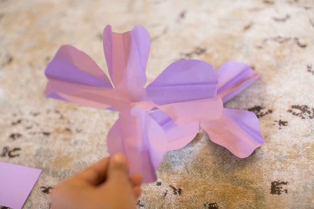 DIY tutorial 3d paper flower tutorial | DIY Large Paper Flowers tutorial featured by top US lifestyle blogger, Sengerson