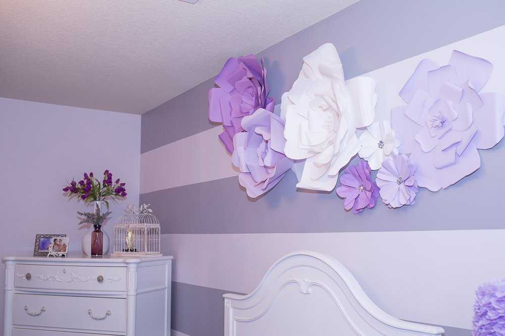 tutorial large flower wall art above bed-2 | DIY Large Paper Flowers tutorial featured by top US lifestyle blogger, Sengerson