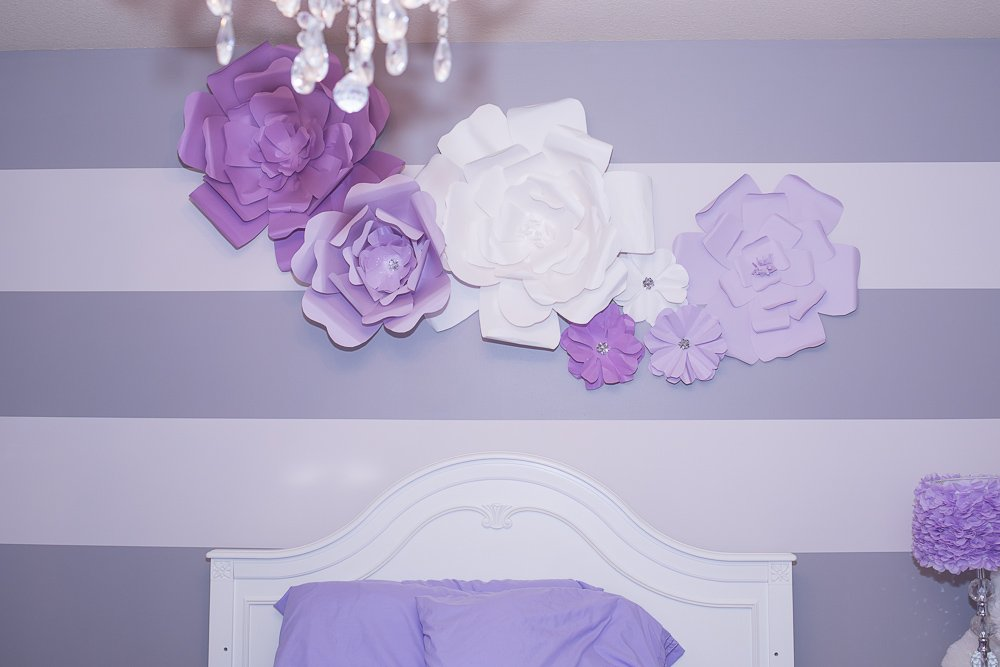 tutorial large flower wall art above bed-2 | DIY Large Paper Flowers for Above Bed and Headboard Decor featured by top US lifestyle blogger, Sengerson
