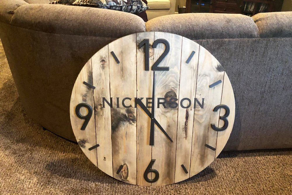 Quick and easy 8 step tutorial on getting that fixer upper look / relaxed cottage style wall clock! Rustic custom stain wall clock