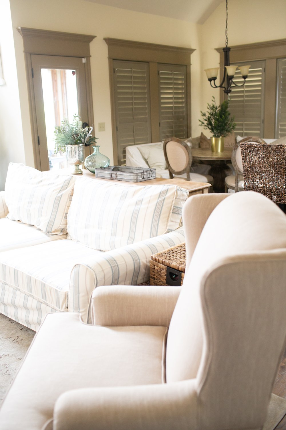 Benjamin Moore Simply Irresistible Cream Paint Color living room