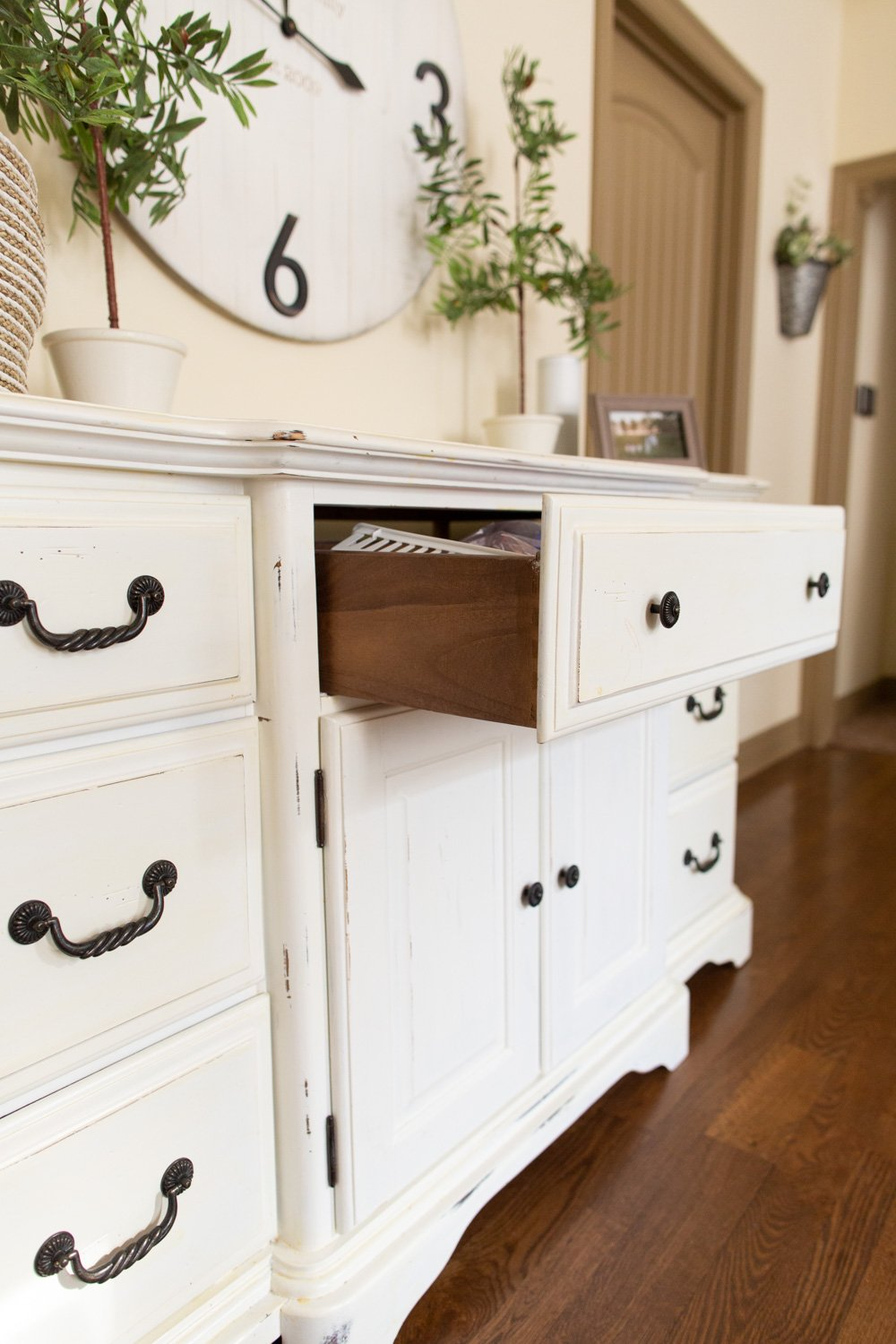 do i need to chalk paint the side of by cabinet doors