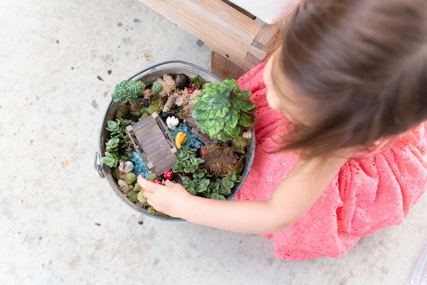 How to Make an Outdoor Fairy Garden in a Bucket - SIMPLE Tutorial