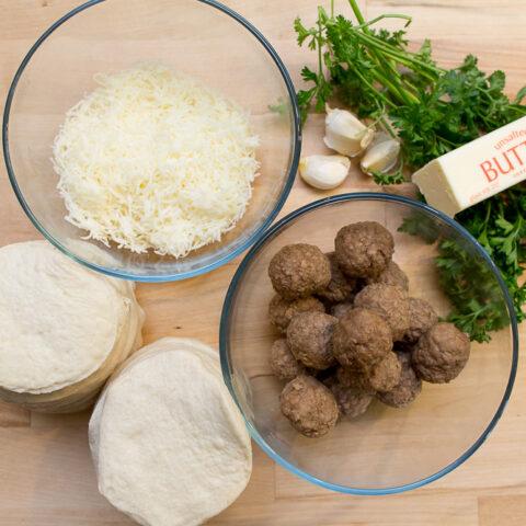 garlic-parmesean-biscuits-with-meatballs11-2