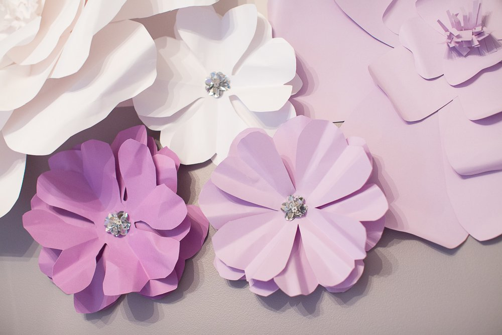 DIY tutorial 3d paper flower-2 | DIY Large Paper Flowers tutorial featured by top US lifestyle blogger, Sengerson