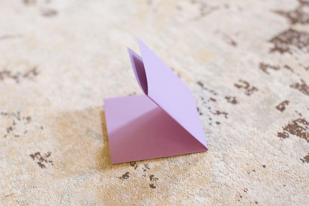 DIY tutorial 3d paper flower tutorial | DIY Large Paper Flowers tutorial featured by top US lifestyle blogger, Sengerson
