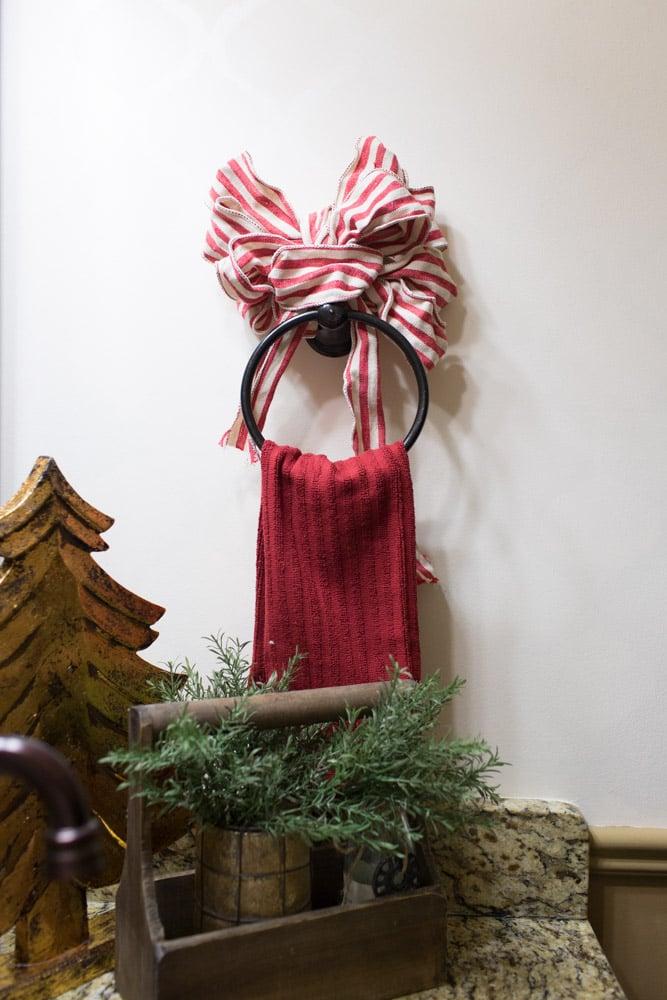 christmas-decorating-ideas-guest-bathroom03