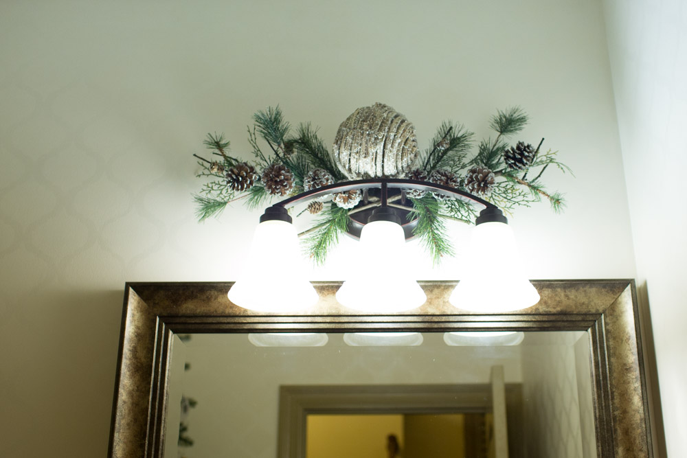 christmas-decorating-ideas-guest-bathroom07