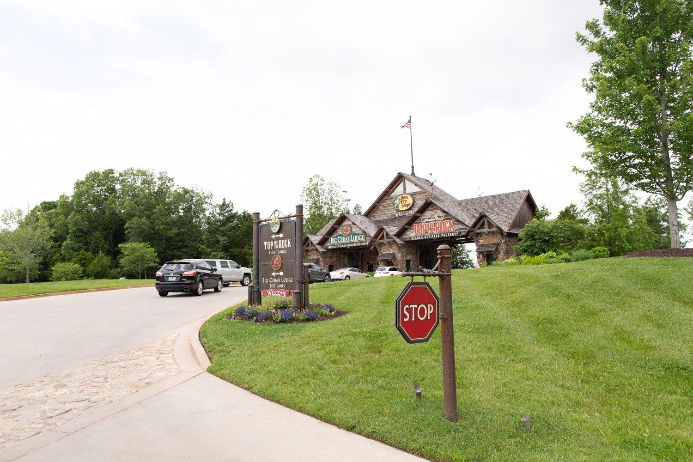 Big Cedar Lodge entry at Top of the Rock
