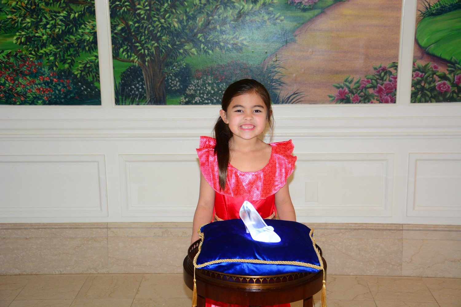 Disney restaurant review at 1900 park fare with glass slipper photo