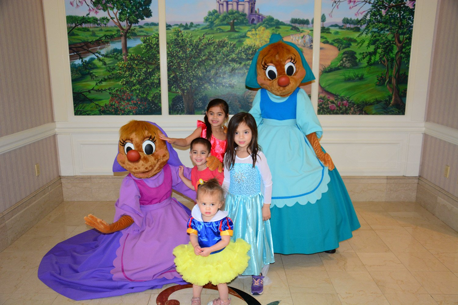 Disney restaurant review at 1900 park fare with suzy and perla Cinderella's mice photo