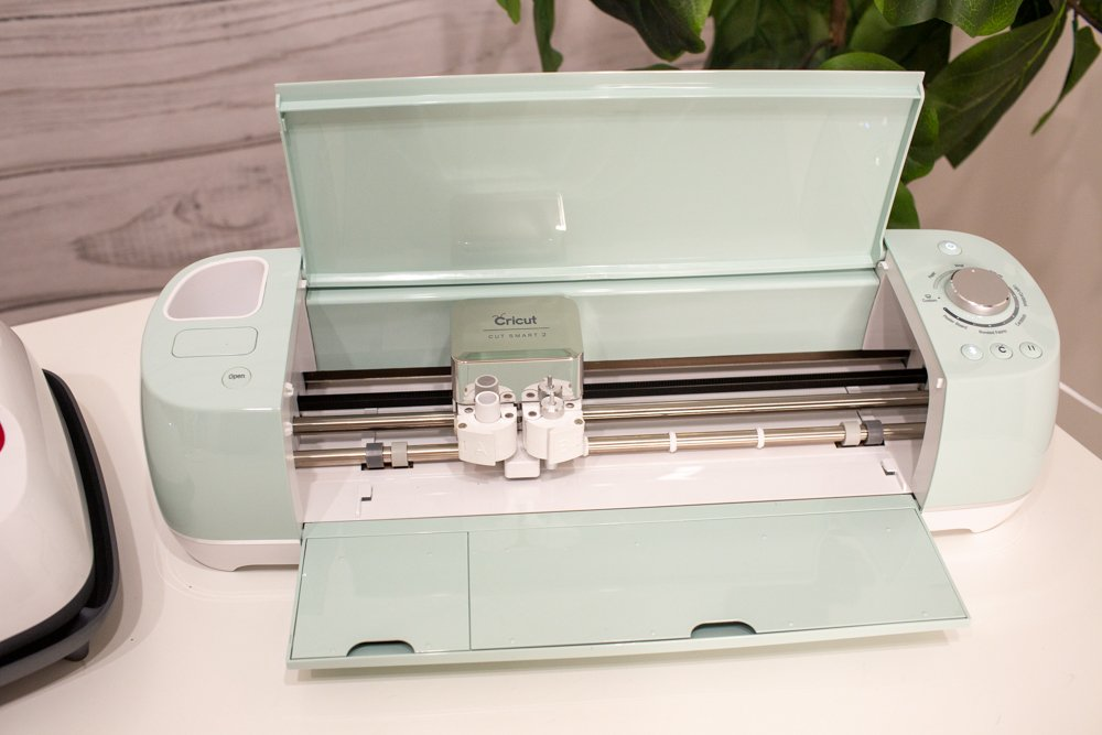 how to make a custom shirt with cricut vinyl