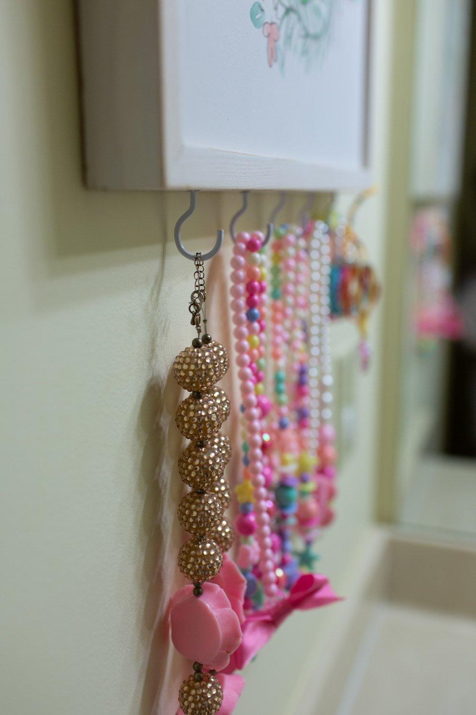 kids DIY jewelry organizer display