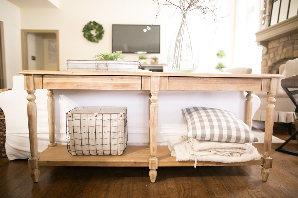 How to Hide the Mess with Farmhouse Style