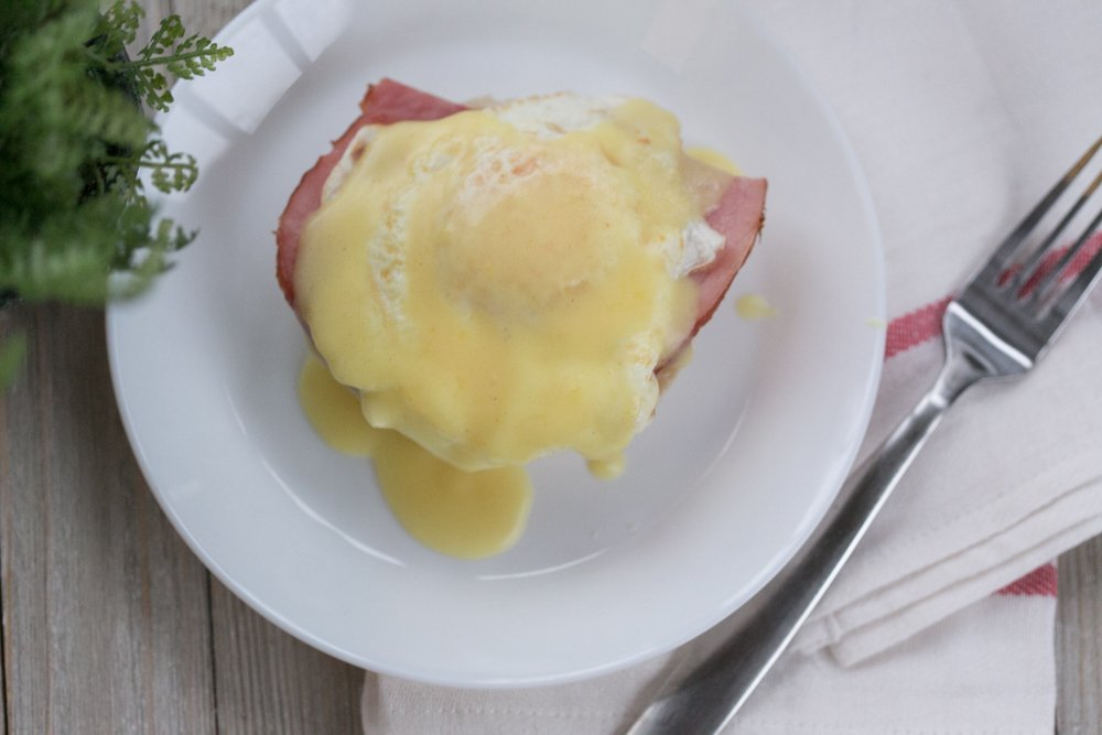Simple and Easy Eggs Benedict At Home